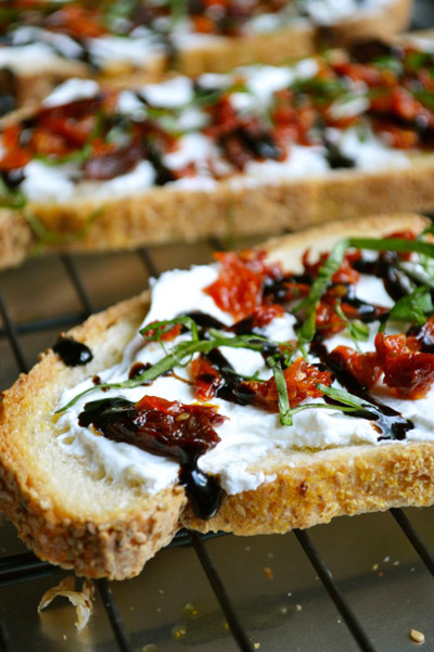 sundried_crostini